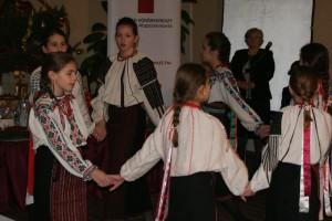 voroskereszt-karacsony2014012